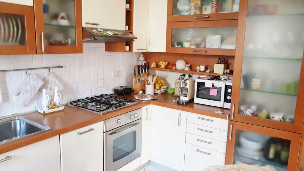 Appartamento in vendita a massa marina di massa rif 136 for Piani di garage gratuiti con lista dei materiali